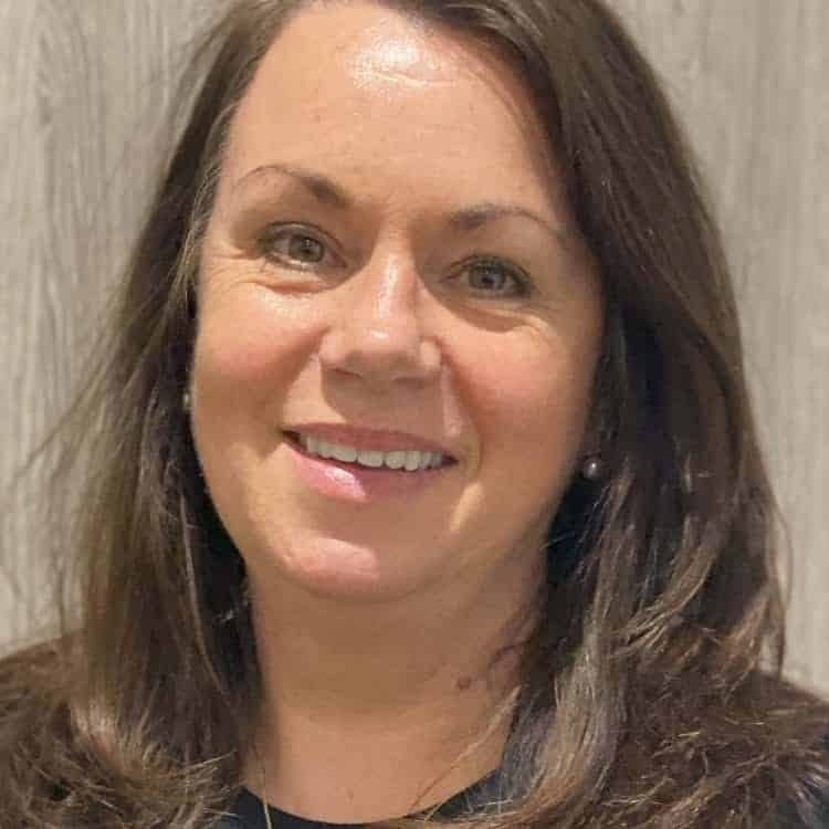 Sara (receptionist)